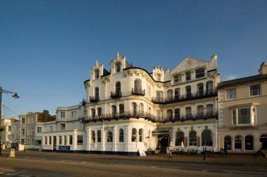 Royale Esplanade Hotel - service